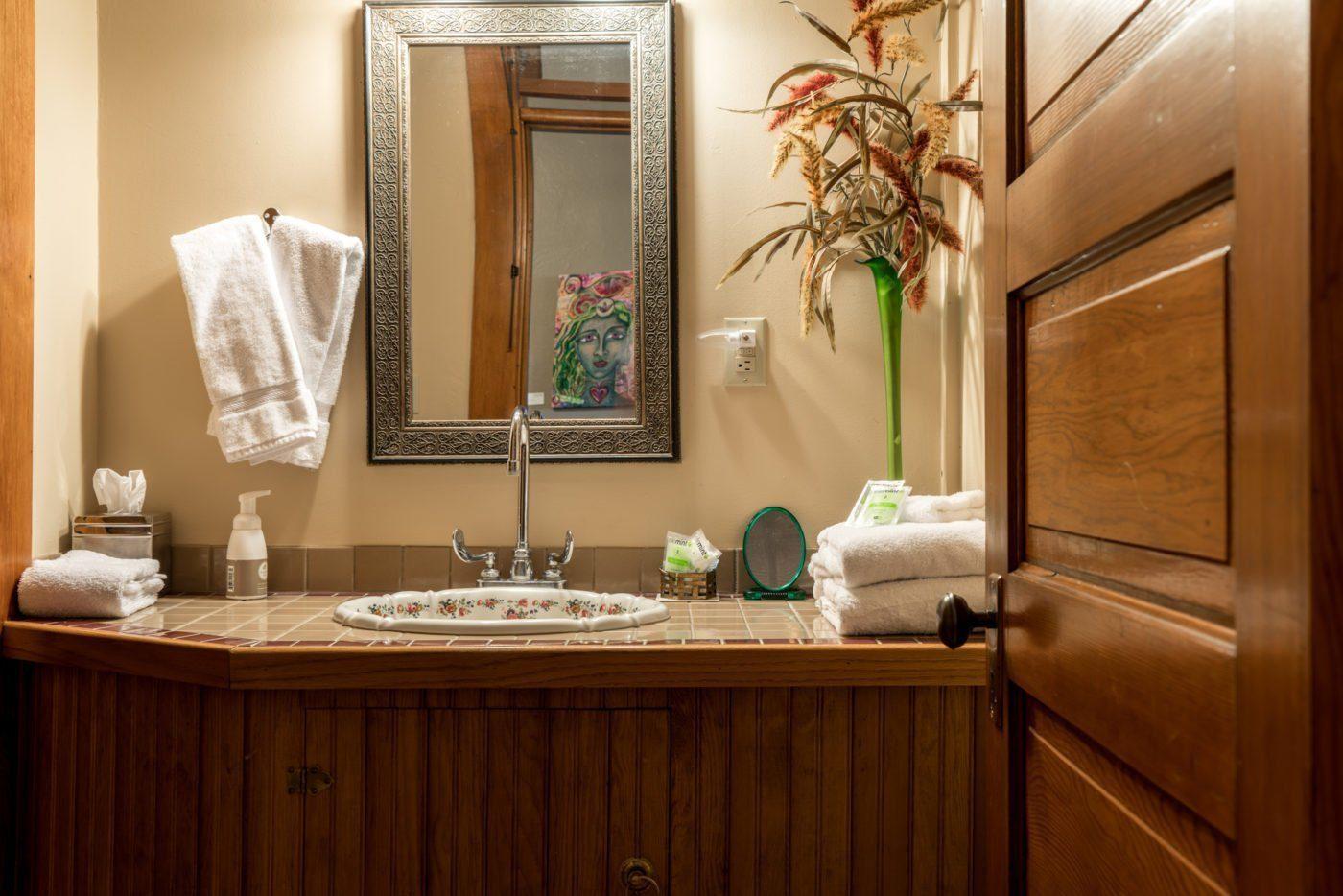 Balch Hotel shared bathroom