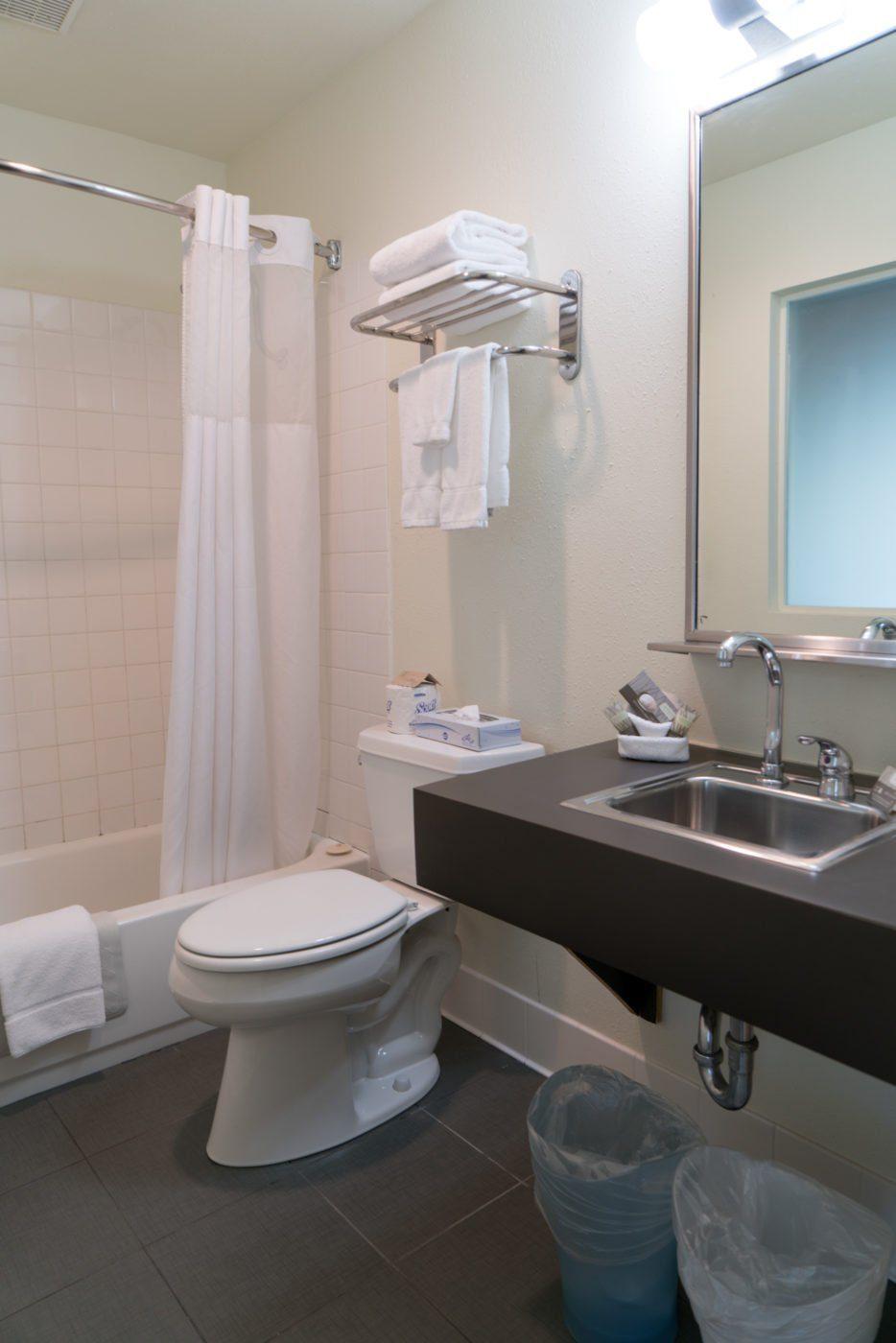 Bathroom @ Jupiter Hotel