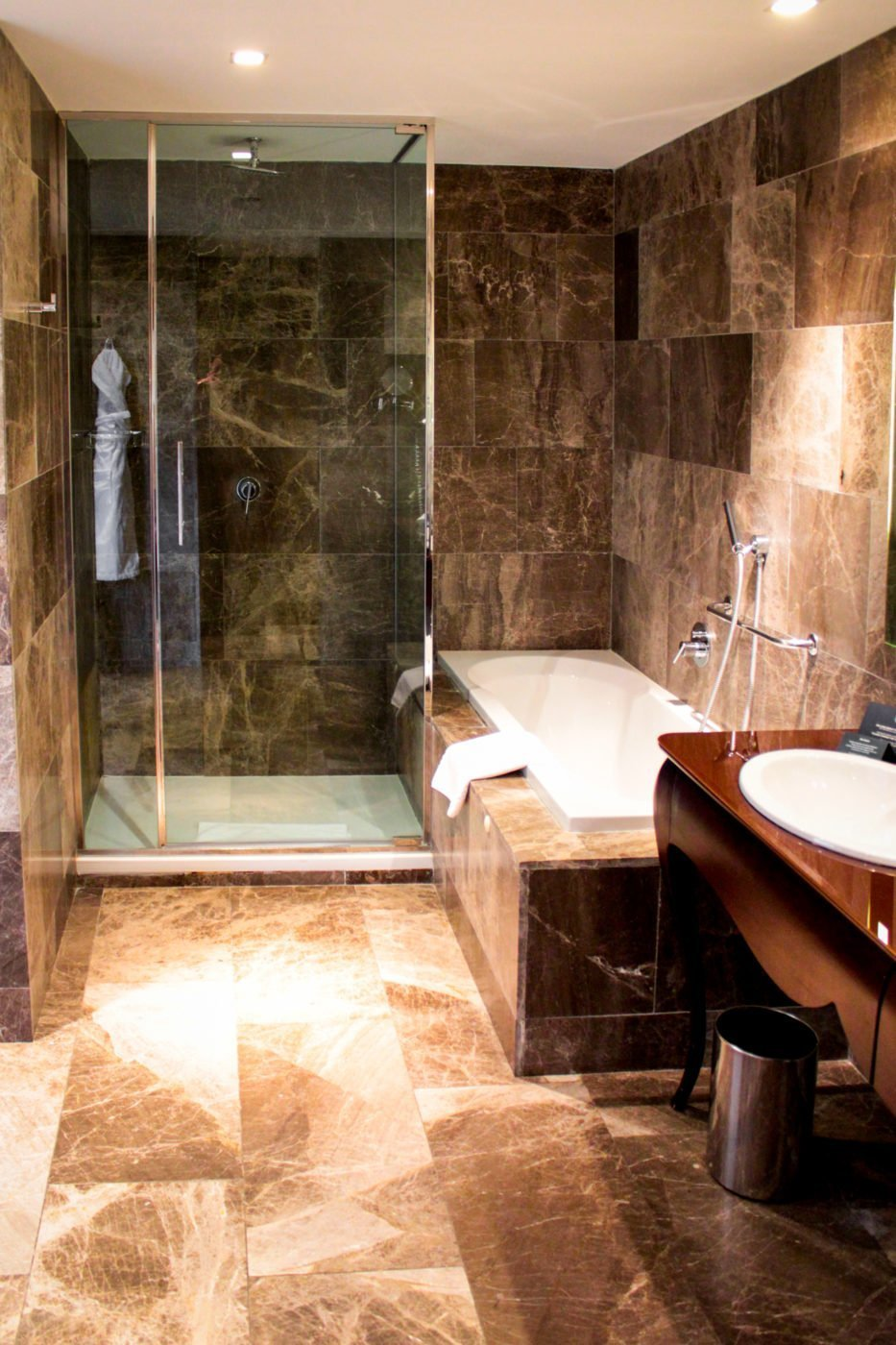 Boscolo budapest hotel review for 5 star hotel bathroom designs