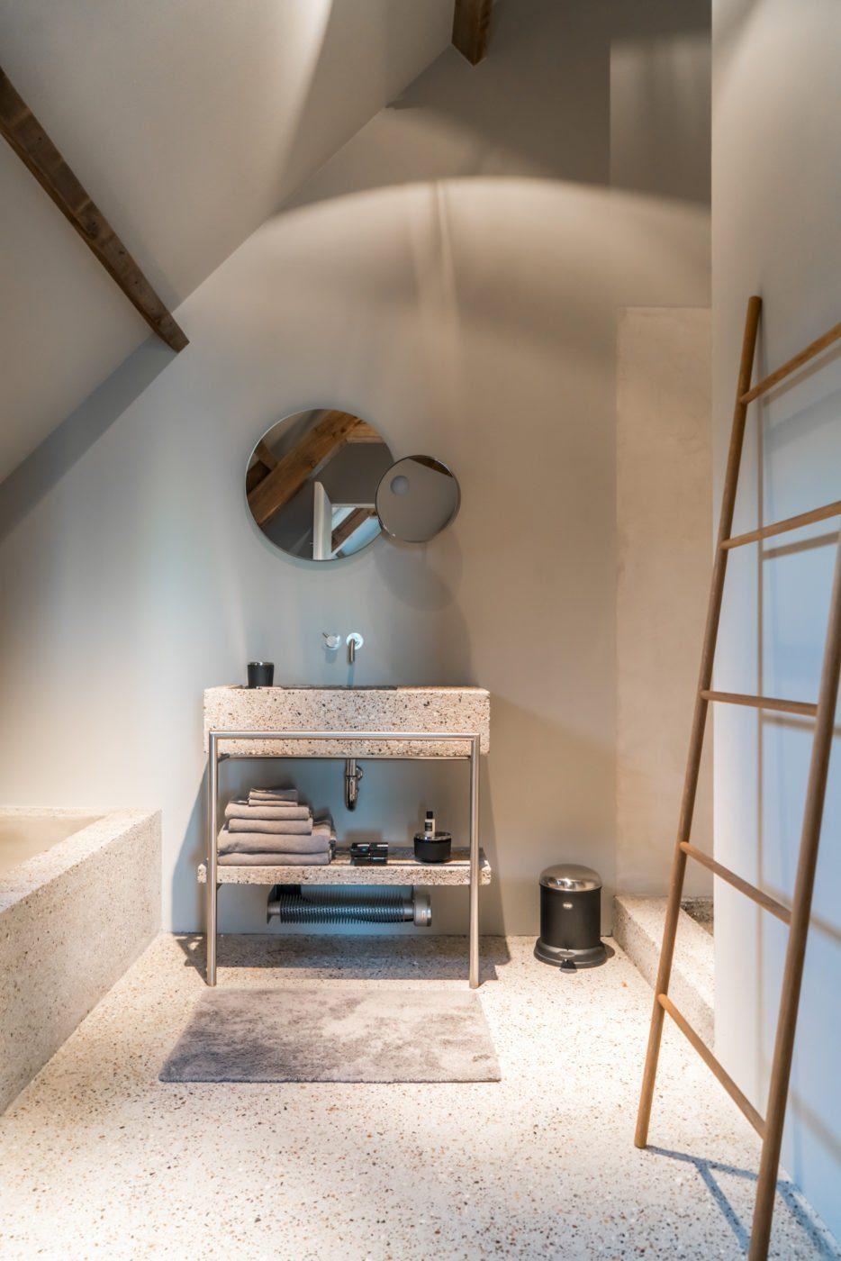 bed and breakfast The Bunkers in Knokke has a very modern bathroom